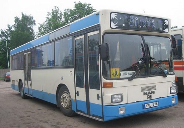 Autobusas MAN. Neatlenkiamos sėdynės. Sėdimų vietų skaičius 45.
