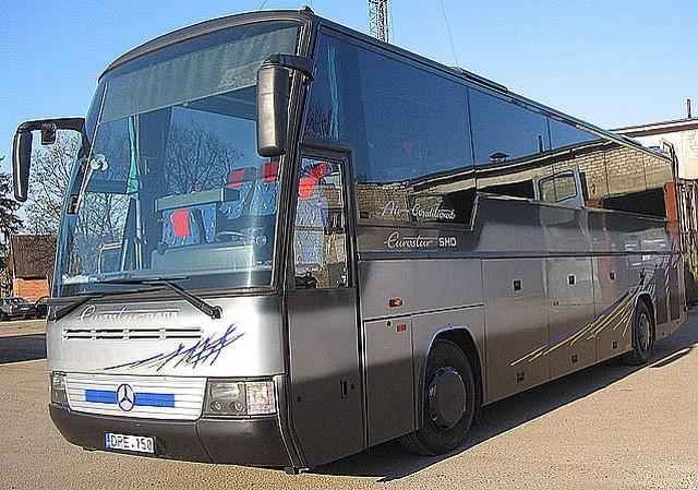 Autobusas MERSEDES. WC, oro kondicionierius, garso aparatūra (audio, video, CD), mikrofonas, virdulys, atlenkiamos sėdynės, šaldytuvas, bagažo skyrius. Sėdimų vietų skaičius 51.